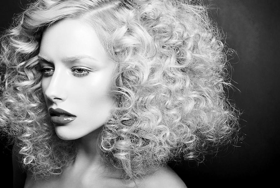 Manutenção e Tratamentos para Cabelos Platinados cabelos cacheados