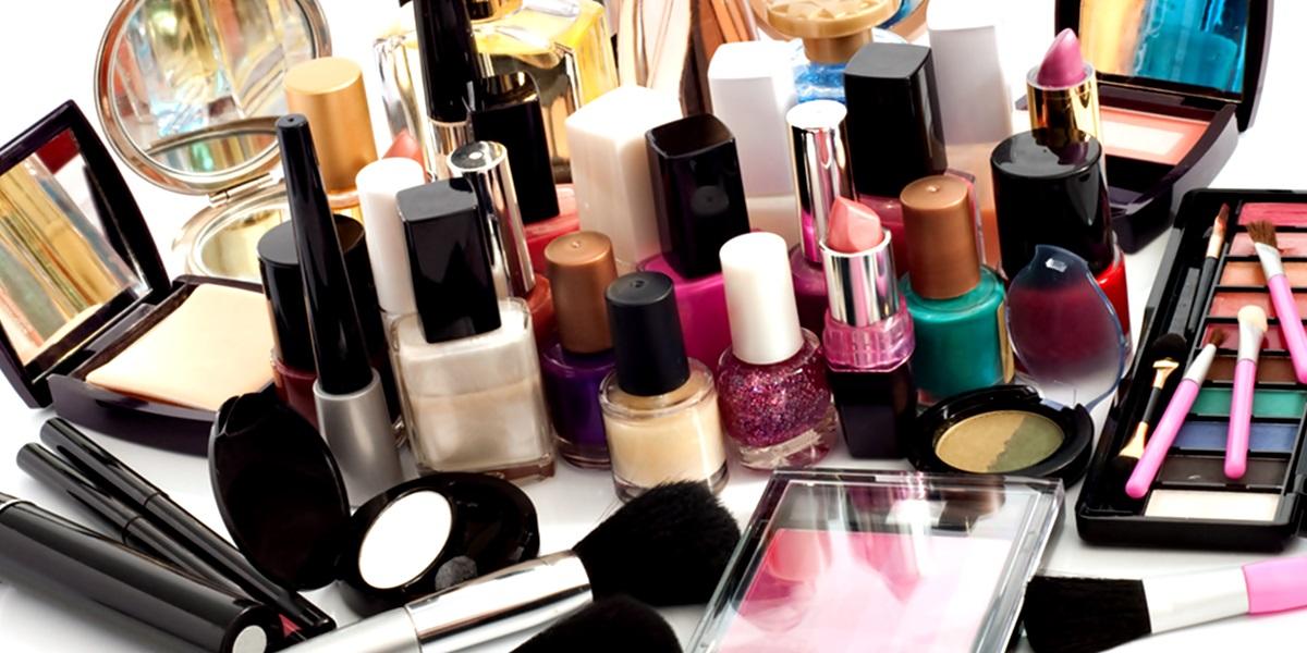 Saiba como e onde comprar cosméticos sempre pelo menor preço