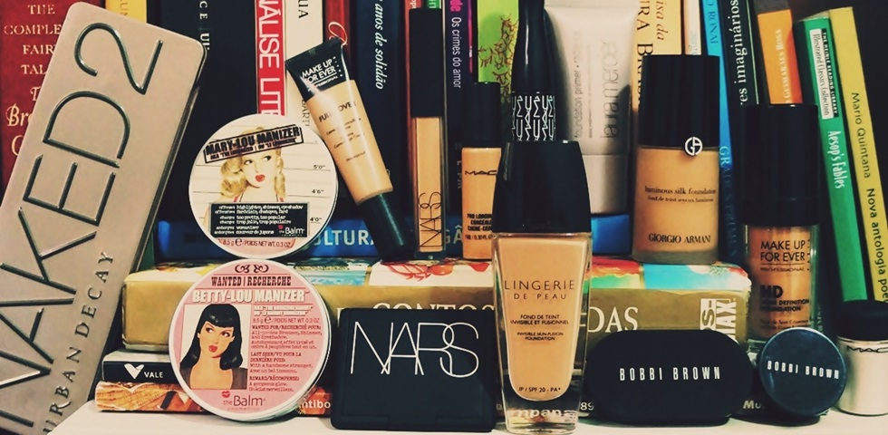 b0d30a9db Maquiagem importada  em quais itens investir