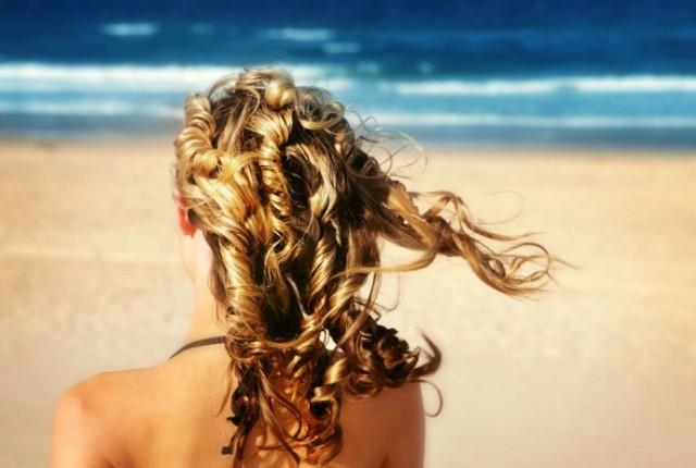 receita de spray caseiro de água de coco cabelos cacheados loiros