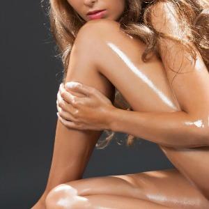 10 maneiras Como usar o óleo de coco hidratante corporal