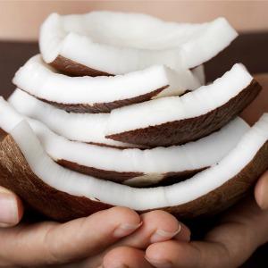 10 maneiras Como usar o óleo de coco mãos ressecadas
