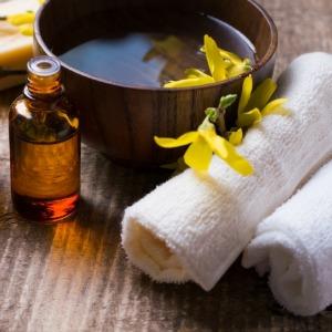 10 maneiras Como usar o óleo de coco no rosto oil cleasing method